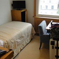 狭いビジネスホテルの部屋イメージ